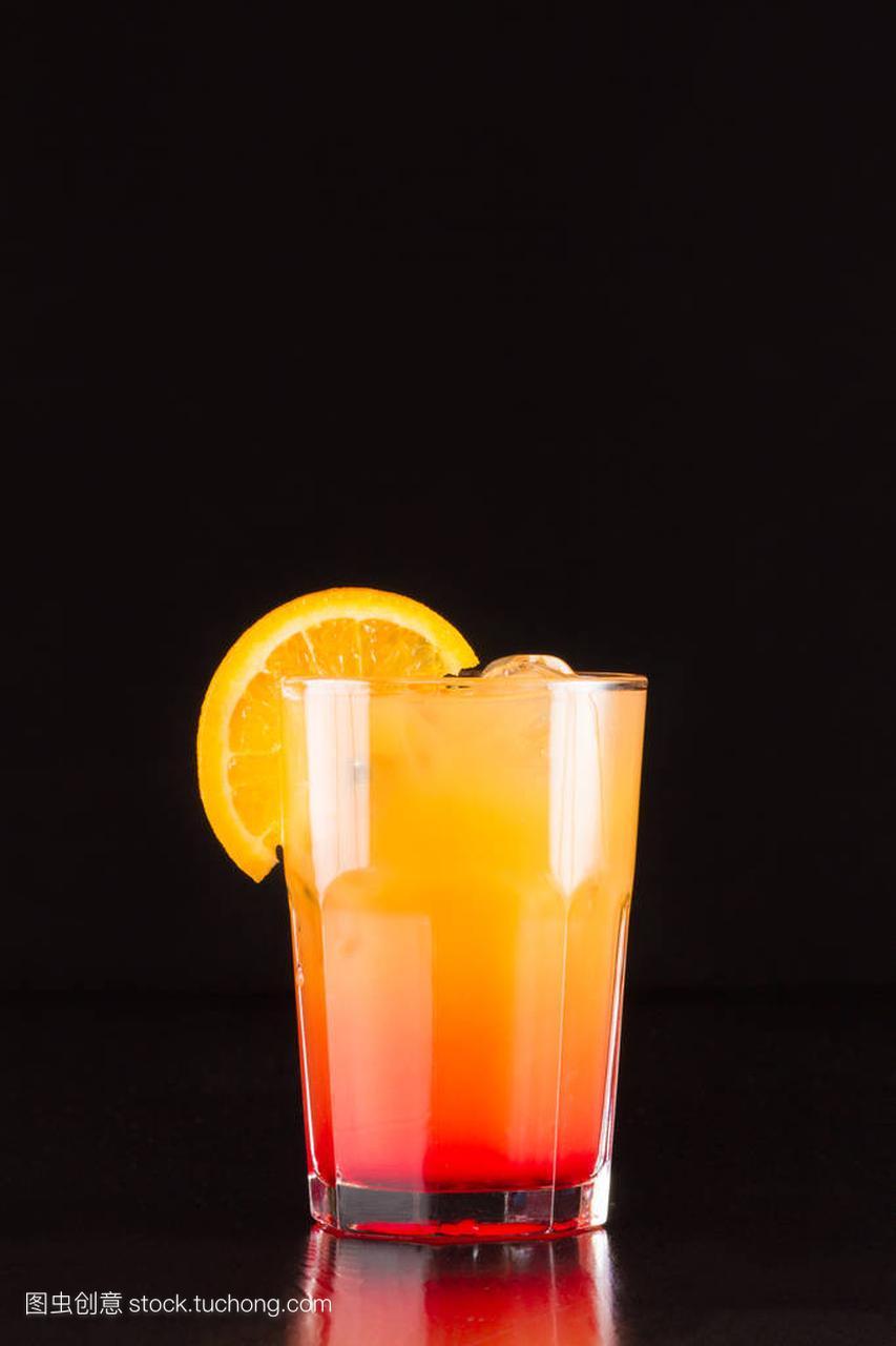 含高清的鸡尾酒菜单-酒精性感海滩男桌面壁纸性感图片