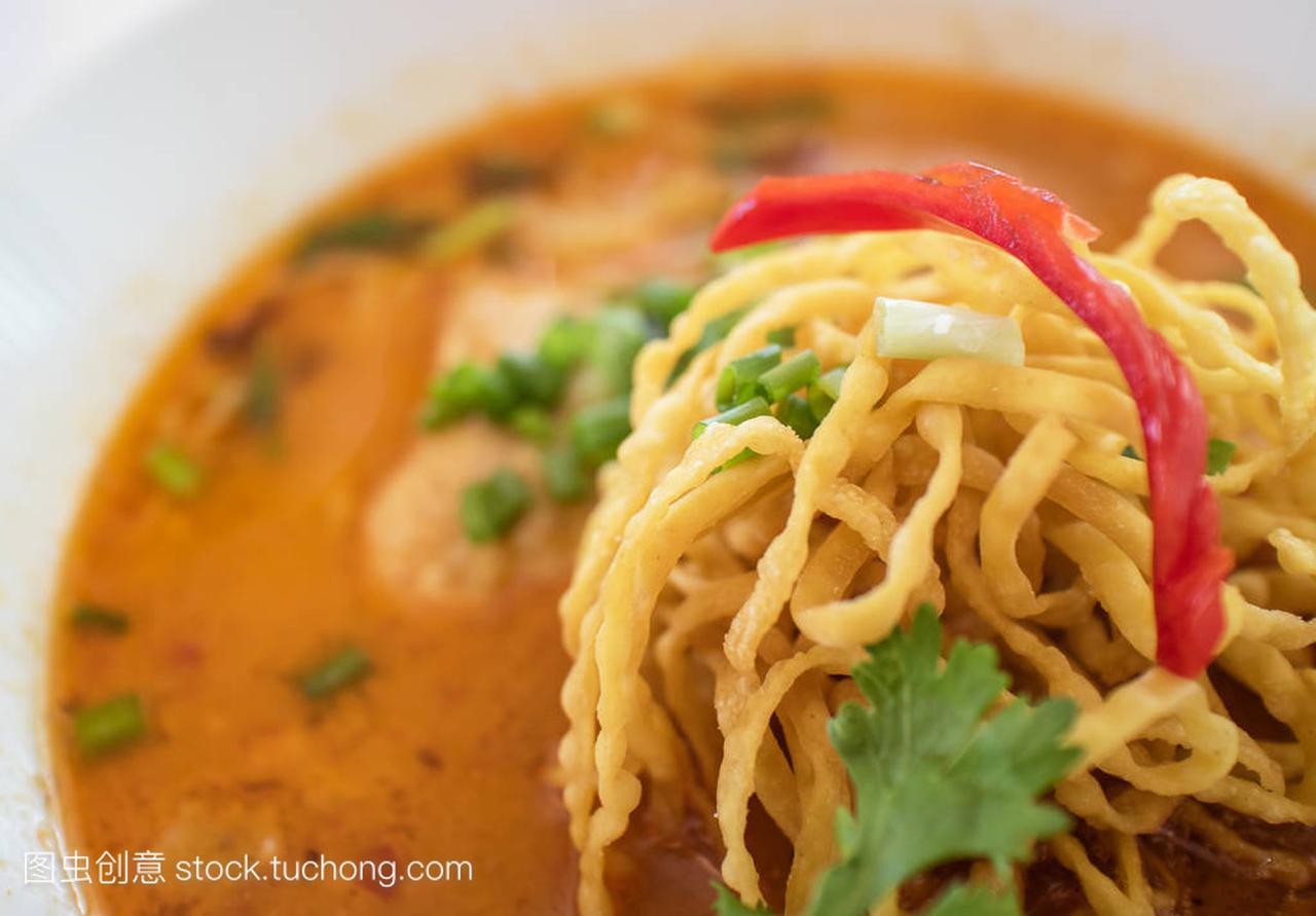 食谱考Soi汤面、鸡,特写蘑菇北部泰国咖喱榨菜炖食品图片