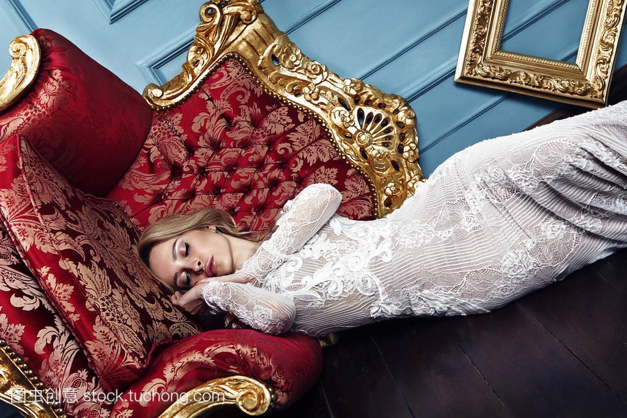 睡觉的时尚时候美女的金发艺术,概念婚纱穿着美女自拍乳90图片