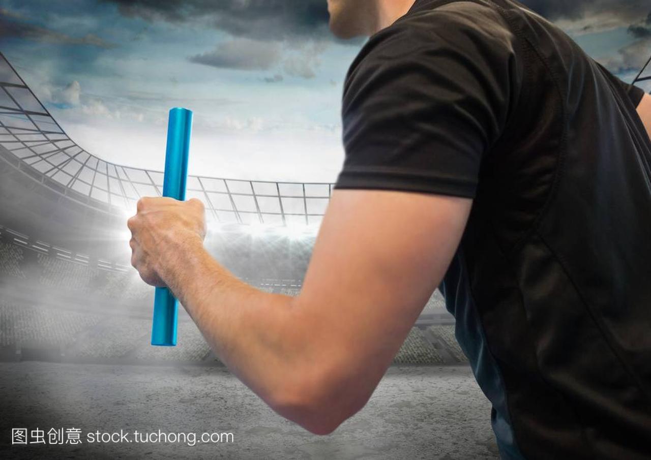 随着对体育场与蓝色的耀斑指挥棒的手香港赛马会有限公司图片