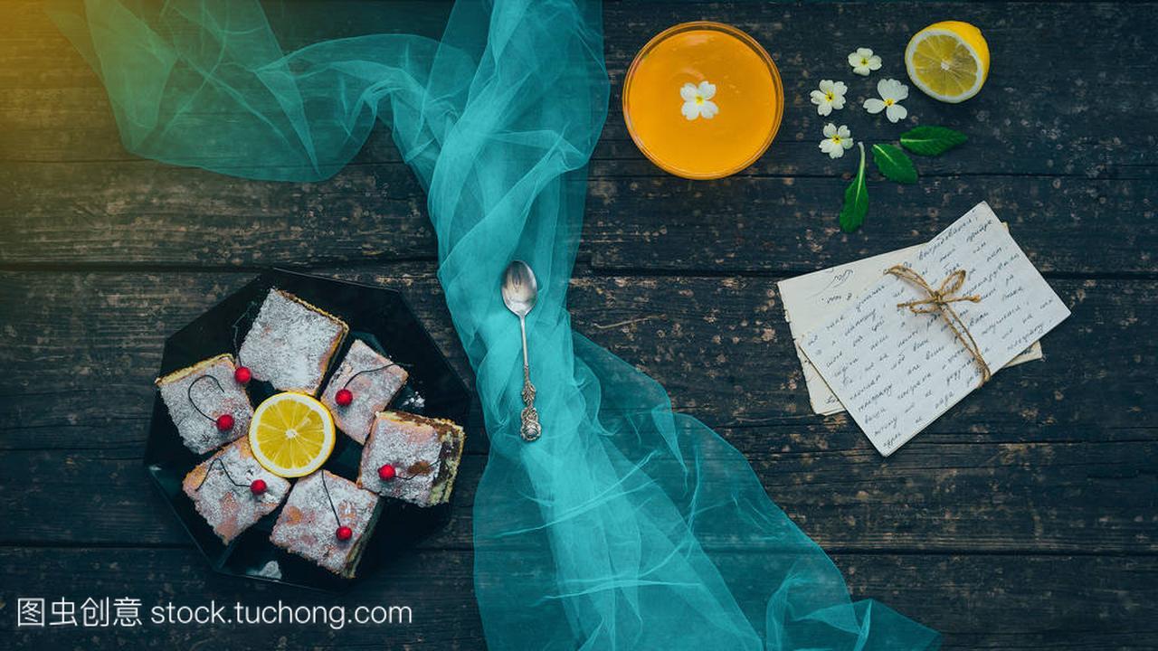 桃。字母或柠檬、布丁与大小写鸭蛋与果冻木食谱的腌发图片