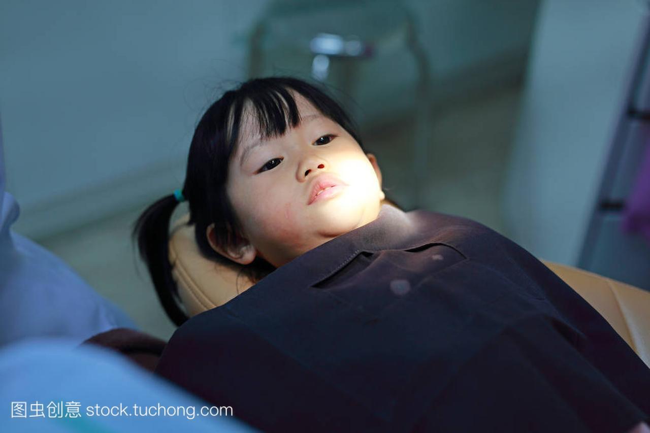 小女孩在拔牙女生指奸图片