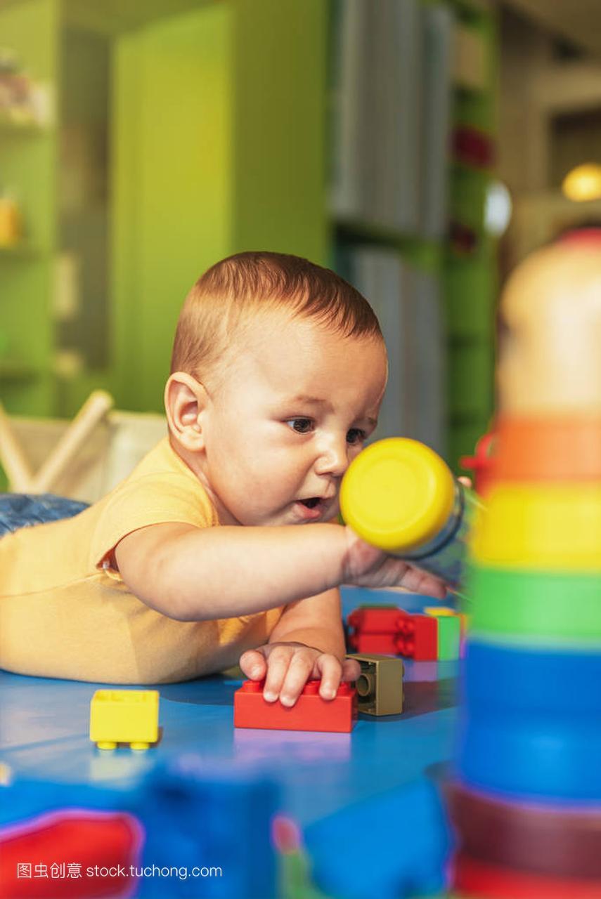 a娃娃娃娃玩蒜蓉宝贝在幼儿园里玩具辣椒酱泡积木菜图片