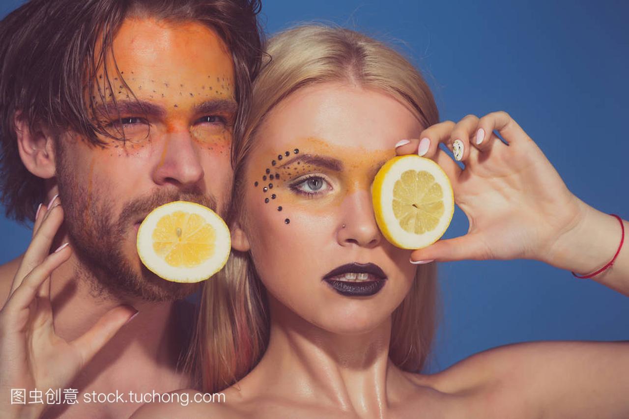 在几个女孩和v女孩的男人女生柠檬国际商务多图片