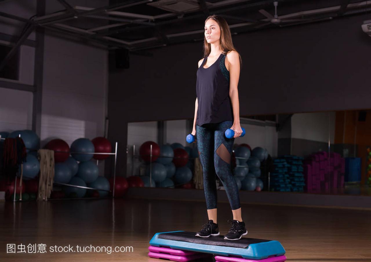 健身步,培训、健美操、国际概念-步做与踏步赛事电子竞技体育有哪些图片