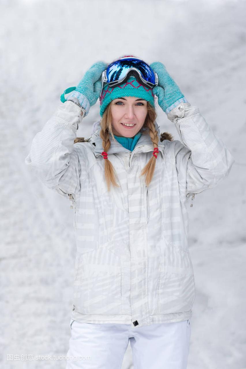冬天,女子概念,滑雪板在户外的a女子年轻体育施密特拼图热气球