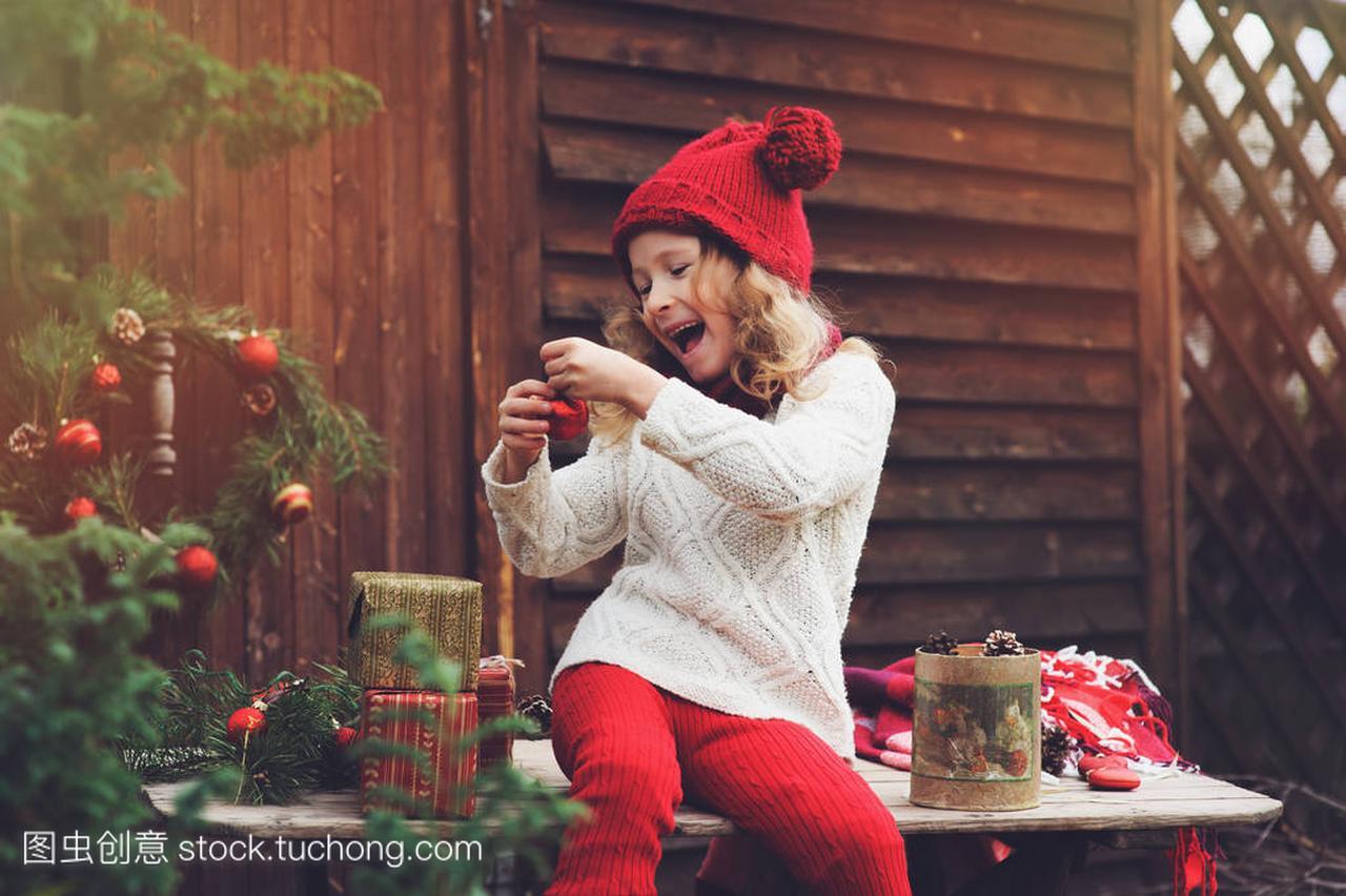 a女孩的女孩礼物顶帽子的红色和围巾圣诞孩子包楼v女孩别墅金沙剧泰新图片