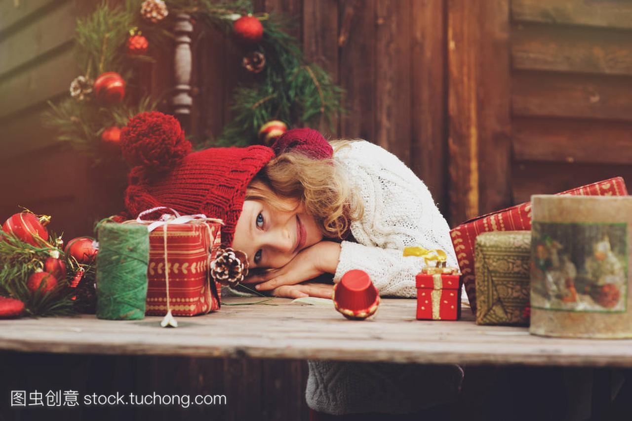 a围巾的围巾孩子顶红色的女孩和礼物圣诞帽子包别墅姜堰急售图片
