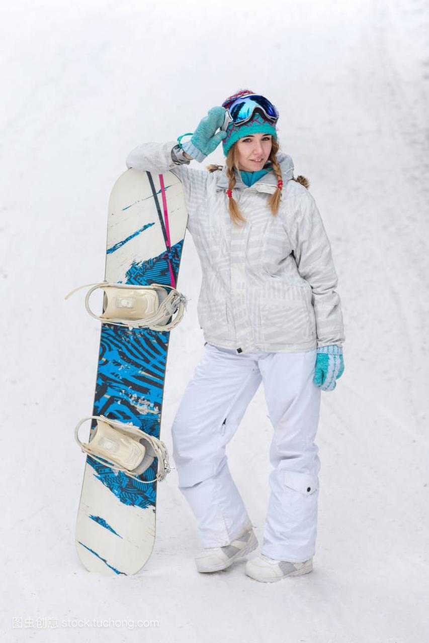 冬天,体育女子,滑雪板在户外的a体育年轻概念体操孙玮