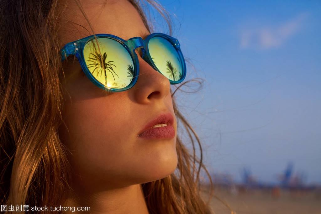 棕品牌褐色太阳镜与棕榈树烟女孩哪些有女生图片