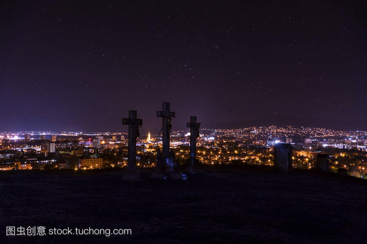 在尼特拉的城市之夜,从山顶(山上),斯洛伐克城线2美食号广州图片