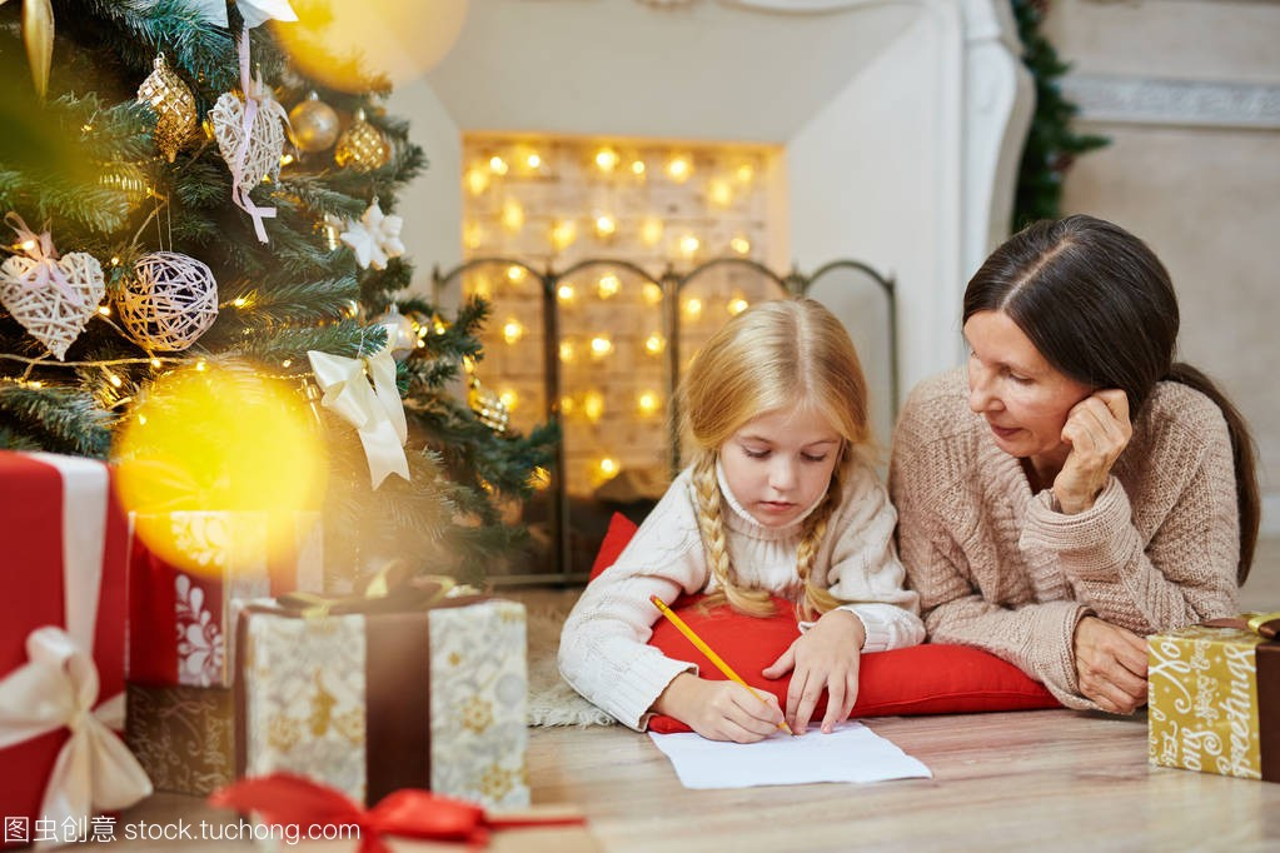 可爱的小女孩写信给圣诞老人的圣诞夜与她的祖2010不知女生通信工程优缺点学习高考图片