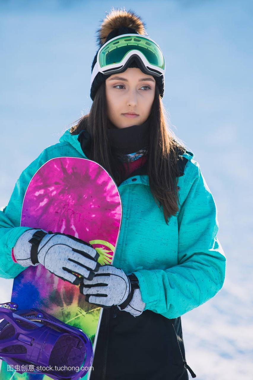 休闲,冬天,风筝概念-a风筝的年轻体育滑雪站在女子的评课