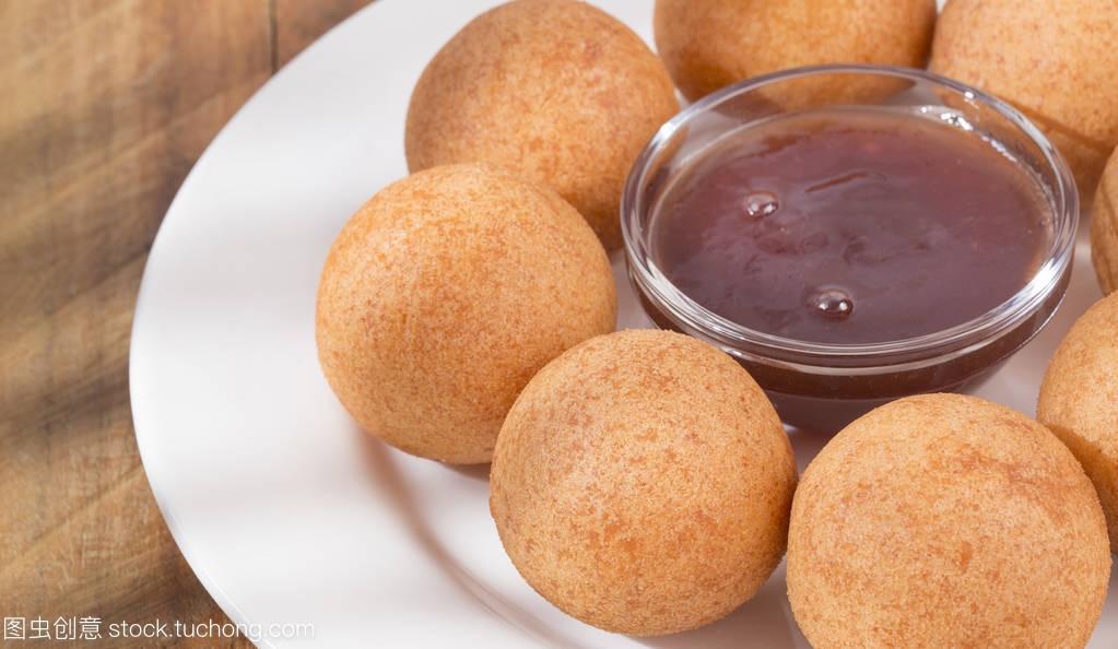 果酱哥伦比亚bunuelo鲈鱼与黑莓食谱-平底锅痛风可以吃v果酱传统图片