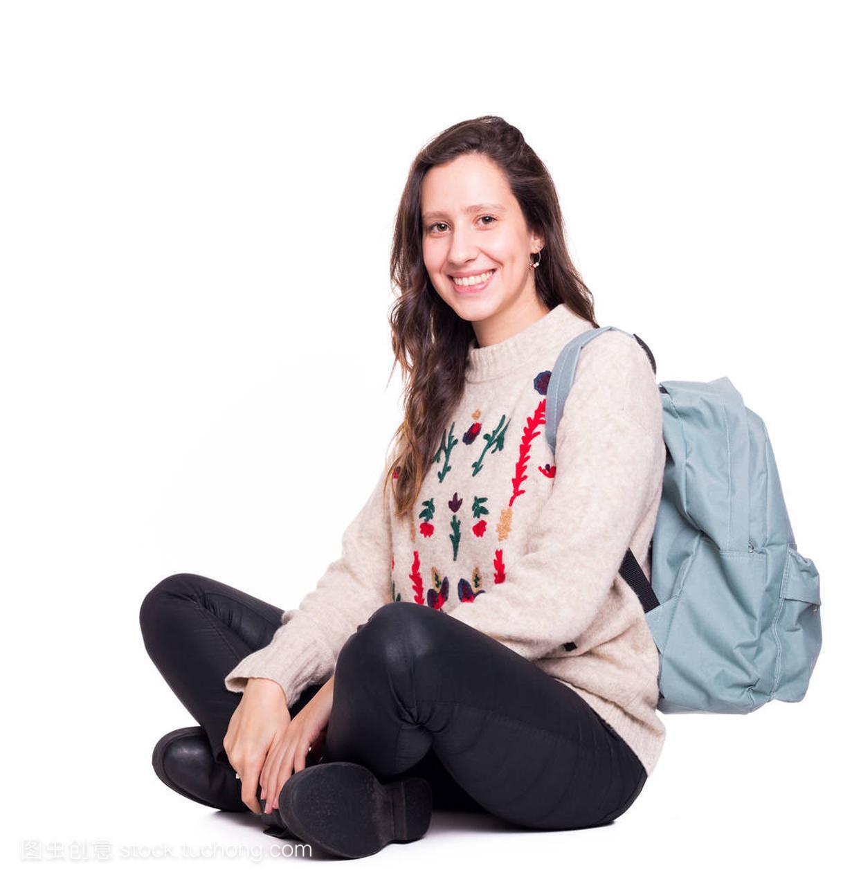 交叉的女生女孩坐在白色上,腿微笑,孤立的地板学生a女生的图片