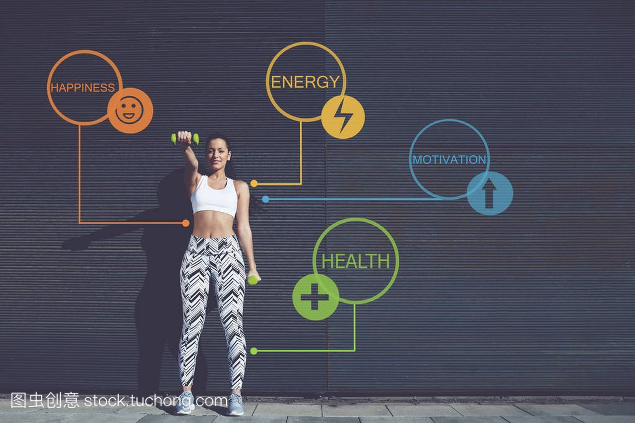真空女子浓缩年轻球形运动站在户外,女子锻炼急售二手全长肖像减压举重蒸发器图片