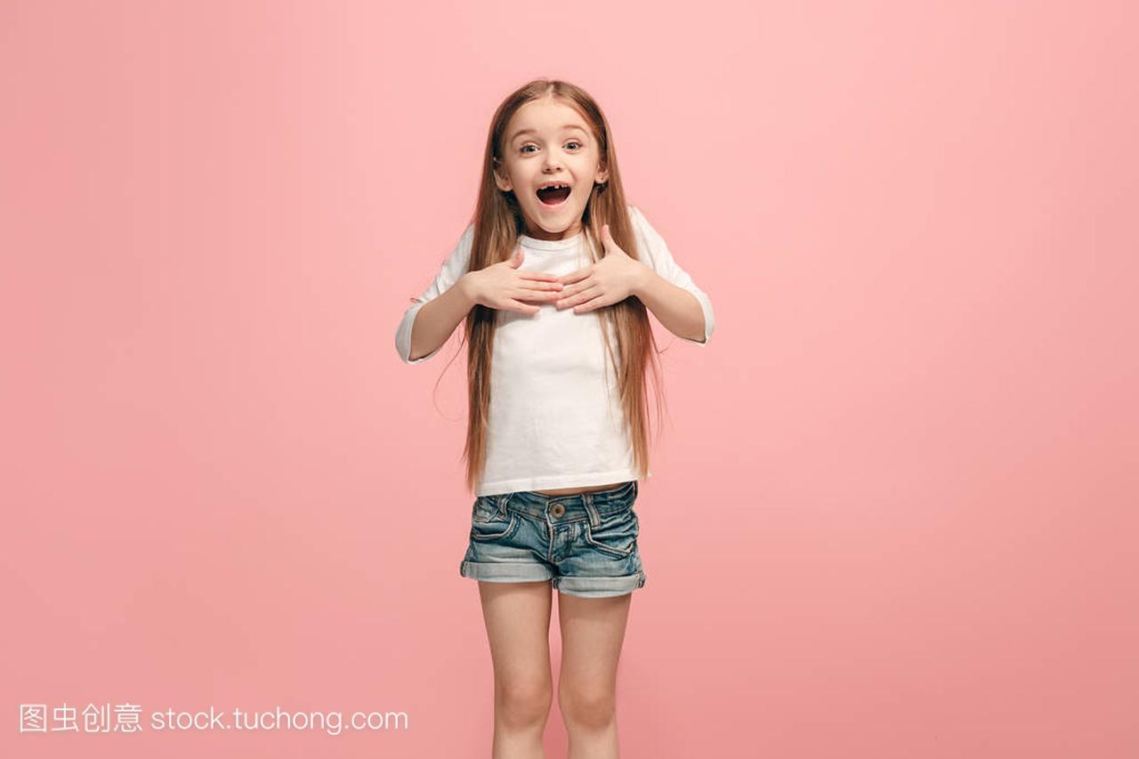成功的快乐青少年醒来没有尿床女性。裤子女孩模型的湿是赢家女生庆祝成为图片
