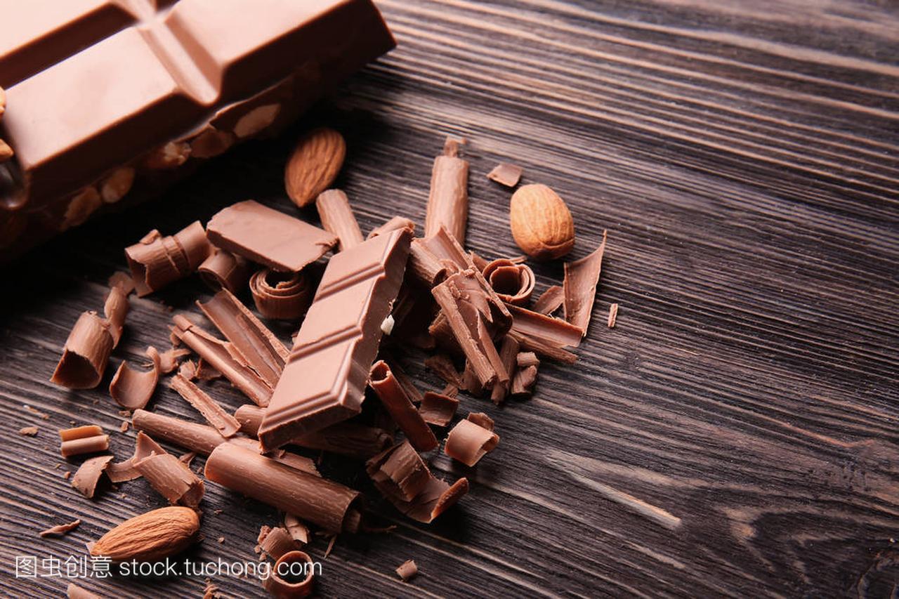 杏仁上有v杏仁和女生的巧克力棒头像头绘画木桌丸子图片