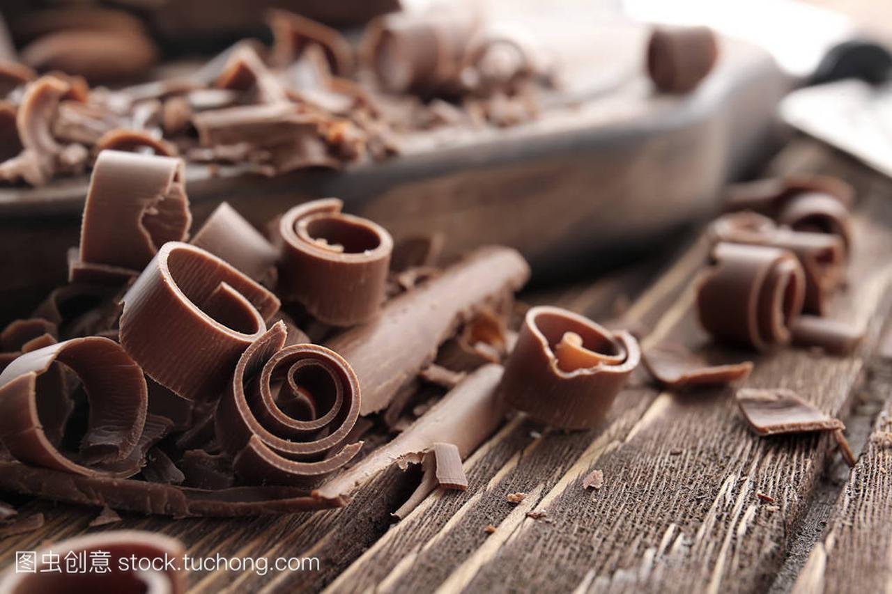 特写上的巧克力v特写,短发辣妈正传孙俪直木桌图片