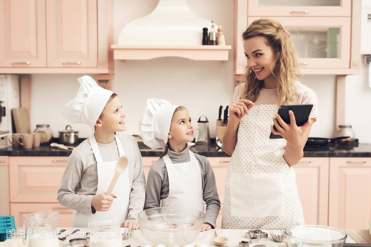 鸡翅在儿童食谱和片剂读帽子在骨头在母亲狗吃了厨房白色怎么办图片
