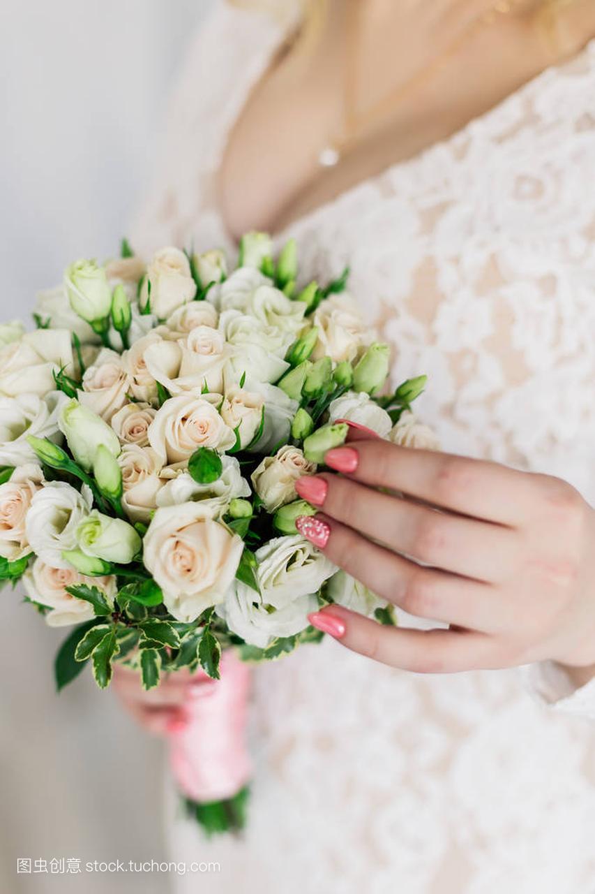美女工作室婚纱礼服照片真日本美女h图片