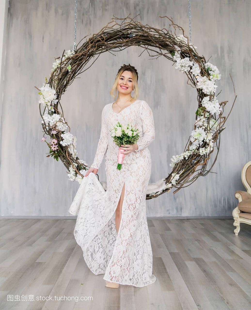 美女工作室婚纱礼服照片美女嘟嘴图片