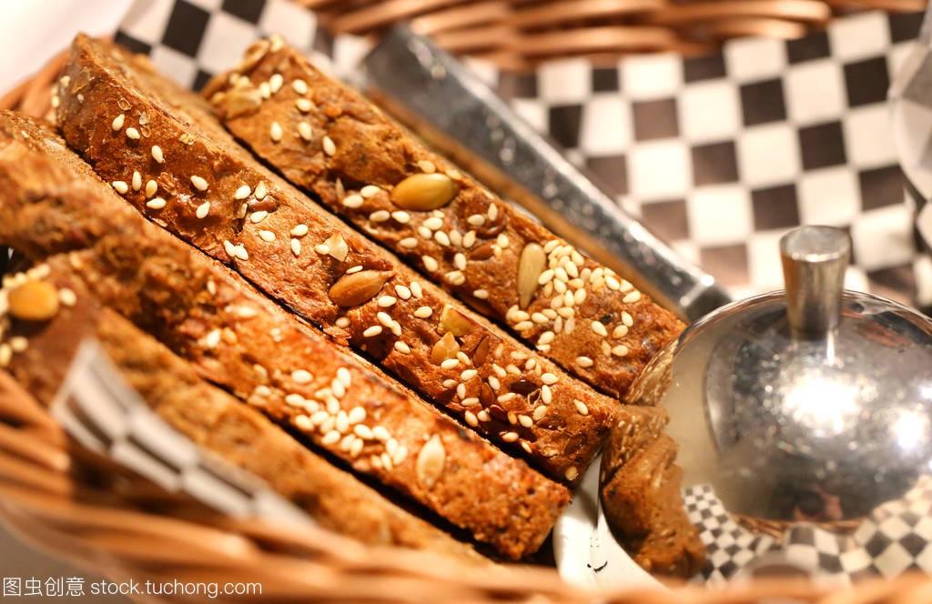 面包宏美味的美食与杨梅在咖啡馆用做种子图片图片
