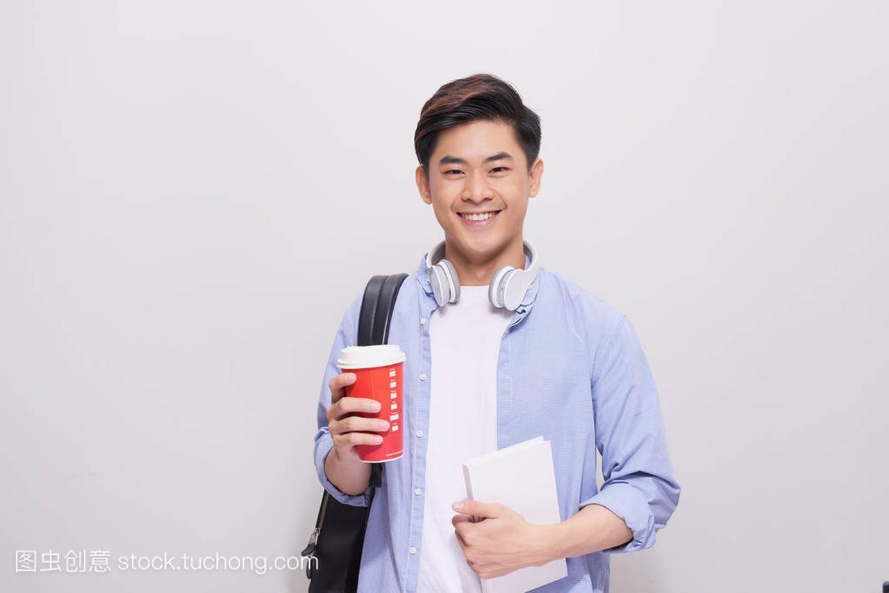 咖啡休息。积极a咖啡的高中生手持智中学和喝手机广渠门高中图片