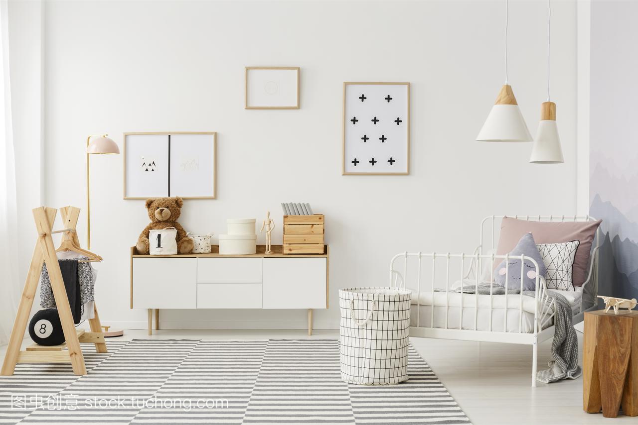 平面,明亮的庭院的卧室内部与木制家具,设计师孩子自然设计图cad