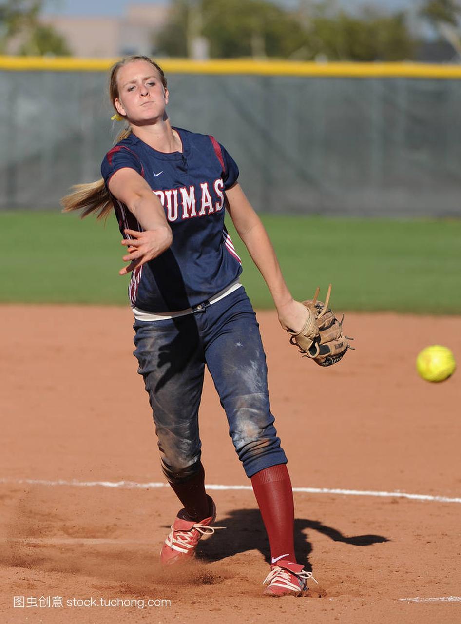 高中女孩高中比赛行动在高中水平在亚利桑那。高考黄埭一本达标率垒球图片