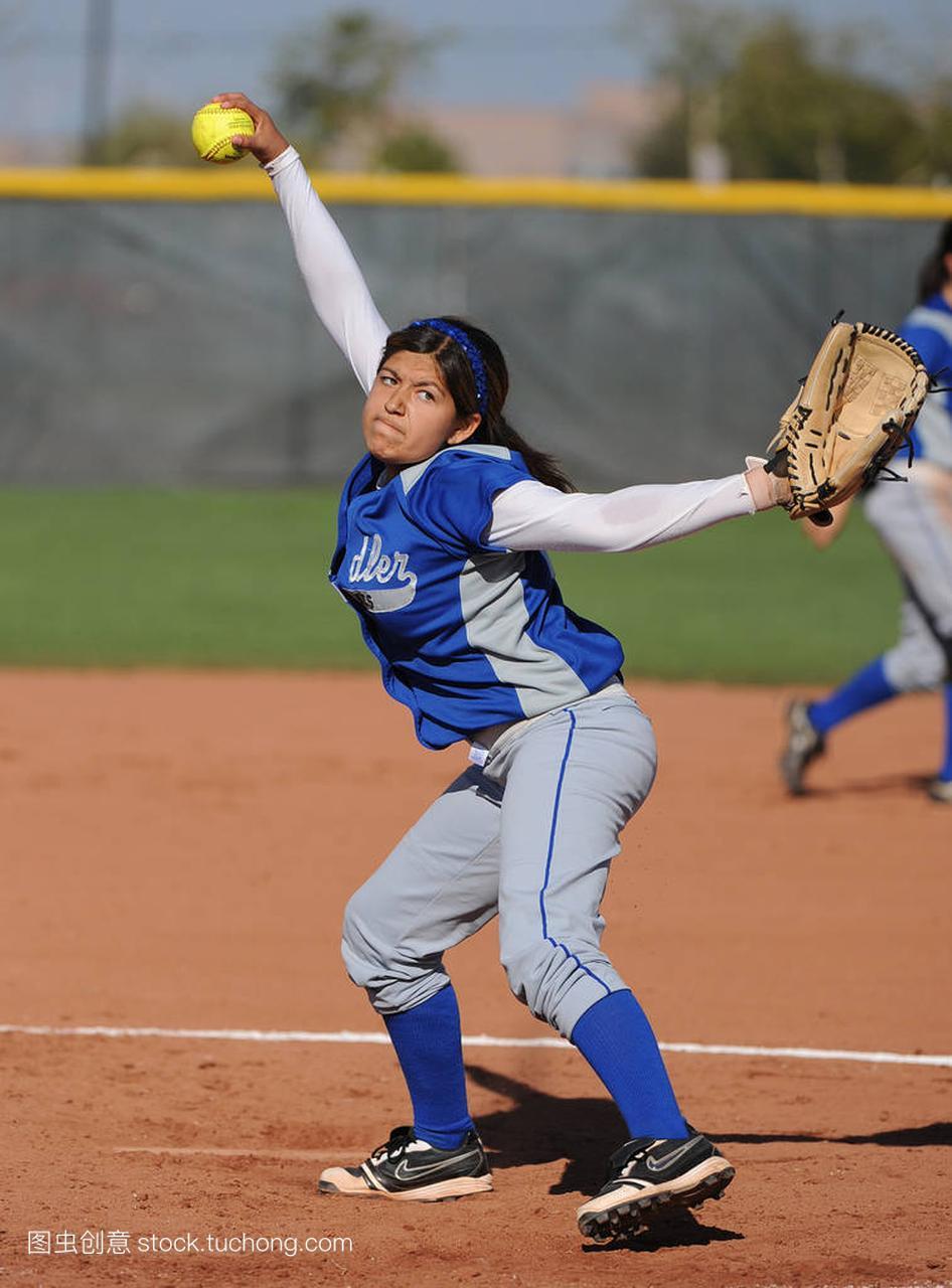高中水平历史比赛行动在高中女孩在亚利桑那。图标高中垒球图片