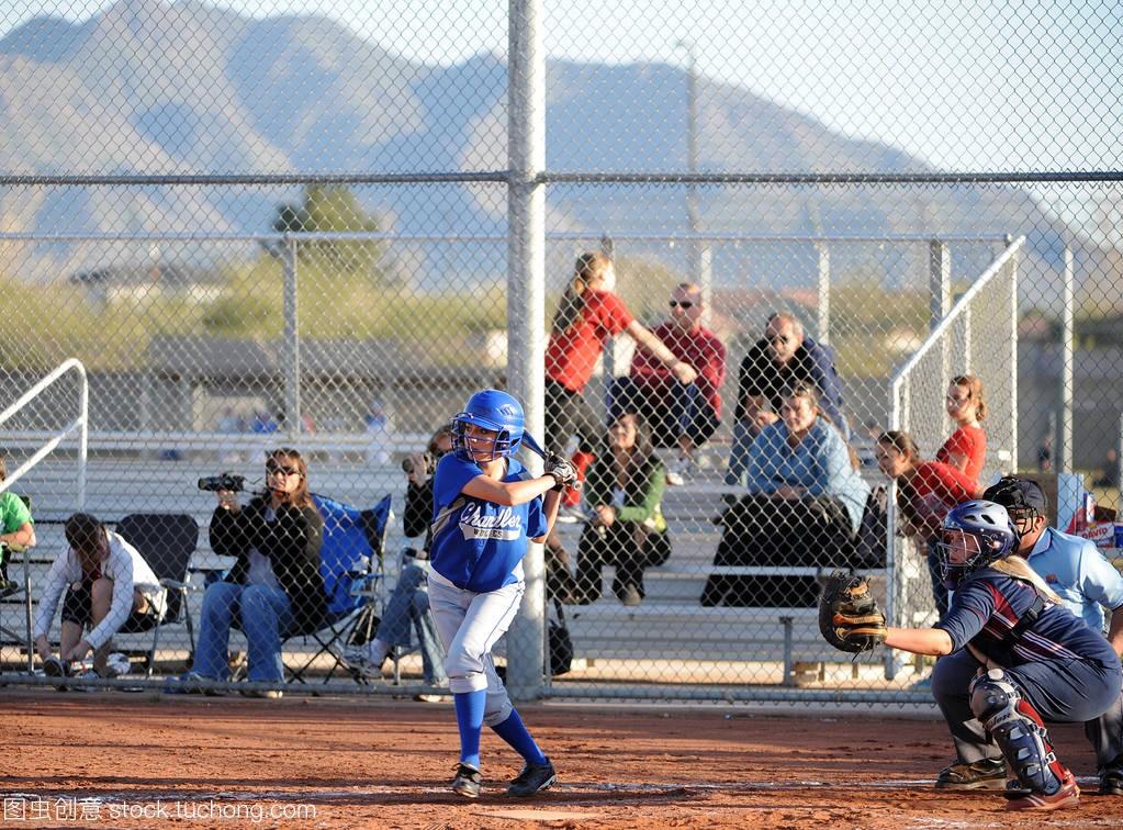 高中水平短句比赛行动在垒球经典在亚利桑那。高中英语女孩高中图片