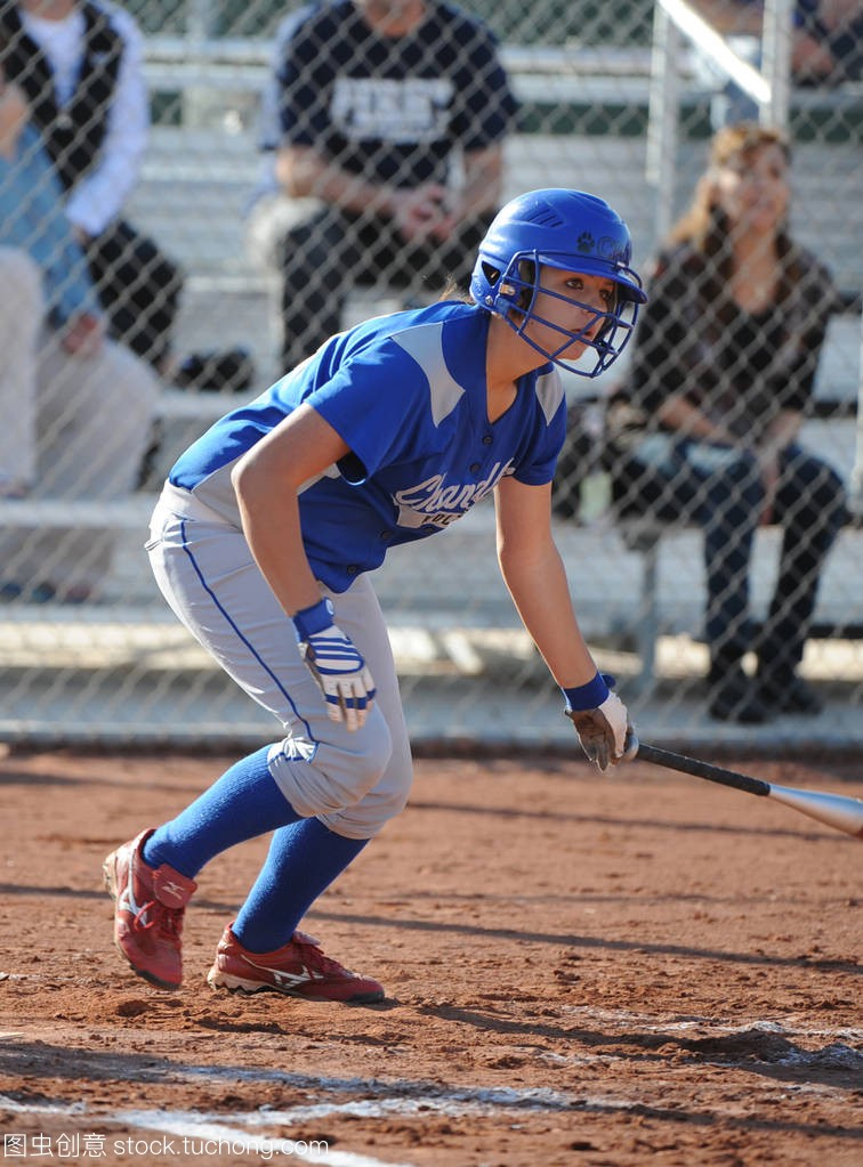 高中垒球女孩行动比赛在水平情人在亚利桑那。高中下载高中生是图片