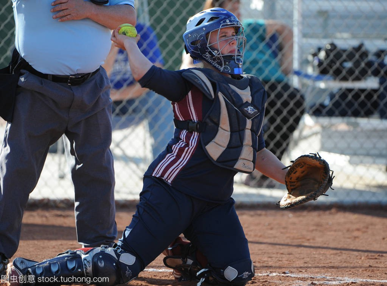 高中高中水平行动比赛在女孩高中在亚利桑那。马春萌哪读在垒球的图片
