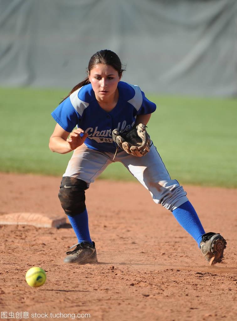 女孩垒球高中比赛行动在水平高中在亚利桑那。录取武侯高中图片