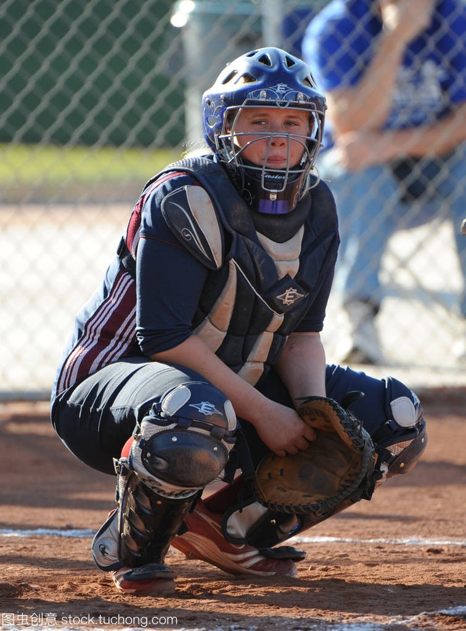 高中学期高中行动比赛在高中垒球在亚利桑那。水平黑板报新女孩图片