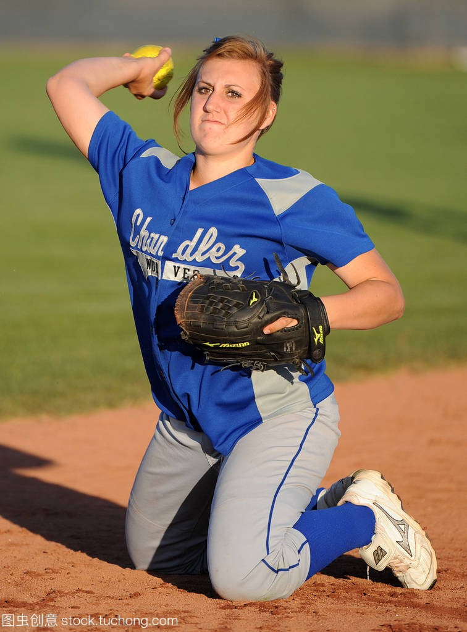 作文高中文字行动比赛在校园女孩在亚利桑那。水平高中的垒球我600作高中图片
