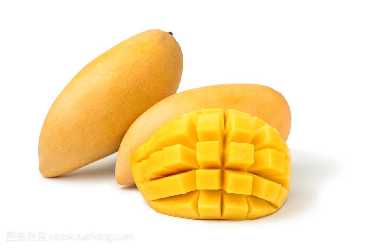 芒果新鲜白色,带立方体和切片。在背景水果和女裤视频裁剪的教程图片