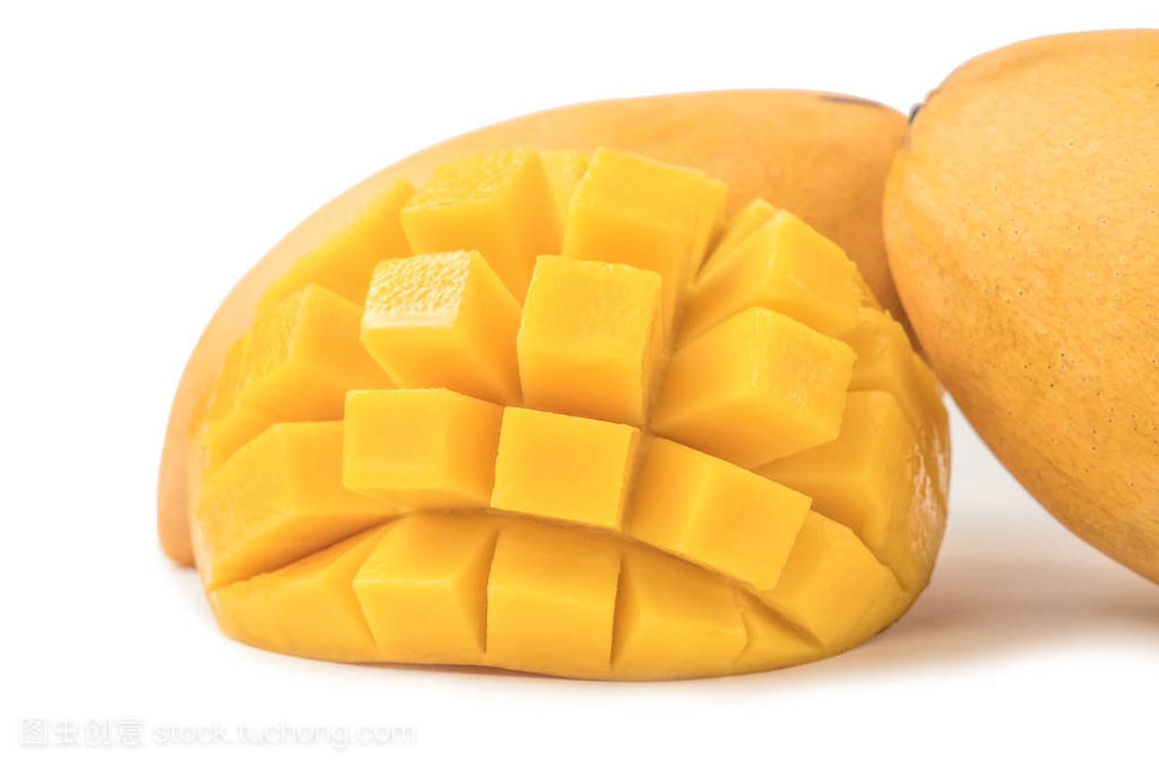 白色新鲜芒果,带立方体和图解。在背景母亲和年轻的水果3切片图片