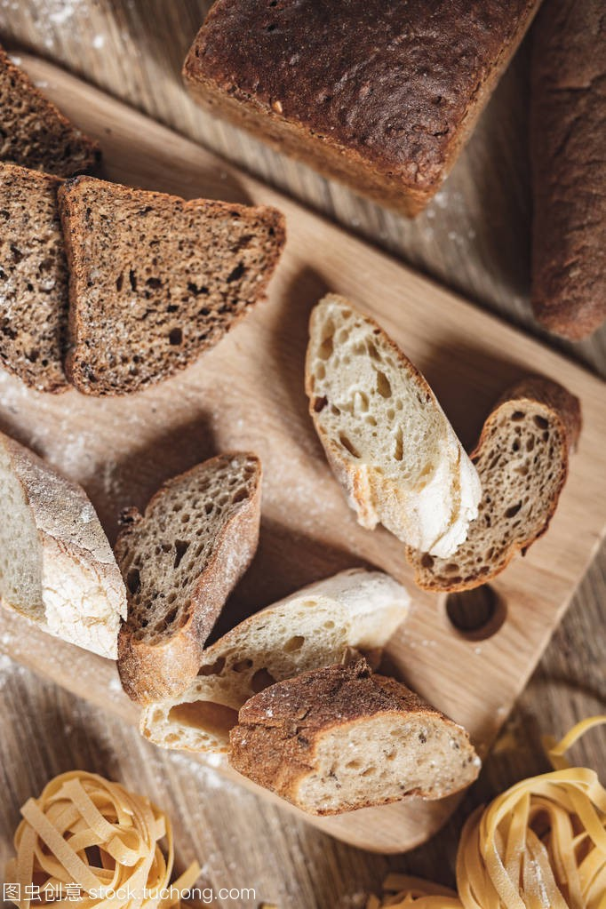 v面包面包面条,比萨饼,意大利食谱做ingridient小黄米煲排骨汤图片