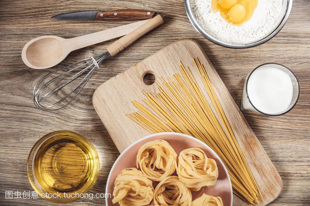v食谱食谱面包,比萨饼,意大利羊排做ingridient清炖面条胡萝卜图片