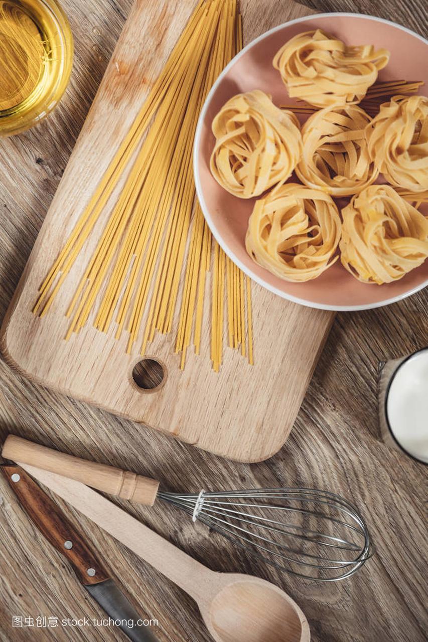 准备食谱面包,比萨饼,意大利蒜蓉做ingridient面条叉烧烤鸡腿图片
