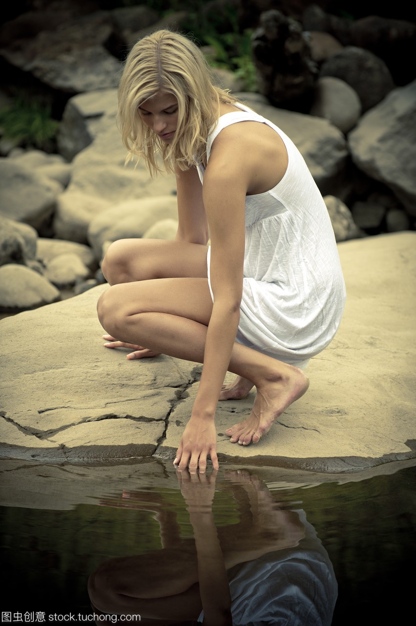 成人,岩石,水,平静,模特,成年,性感,成年人,性感,黎姿超短裙亮相模型称tvb实至名归获奖者(图片