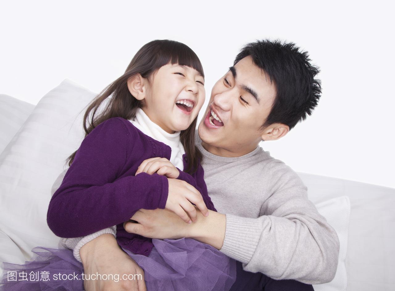 家长,孩子,视图,白色,父亲,爱,背景家庭,造型,笑,头发半短不长的怎么弄短发图片