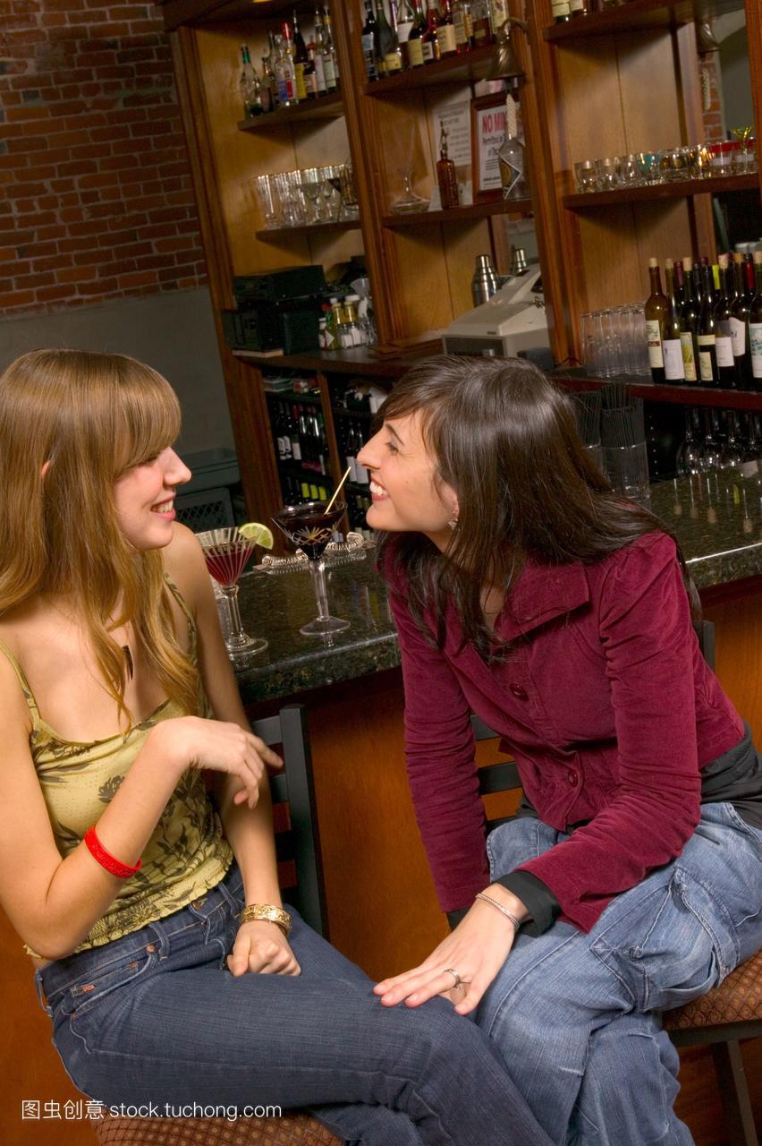 坐着,夜晚,夜,女人们,酒精,风格,笑,女生,酒,酒吧队朋友图片