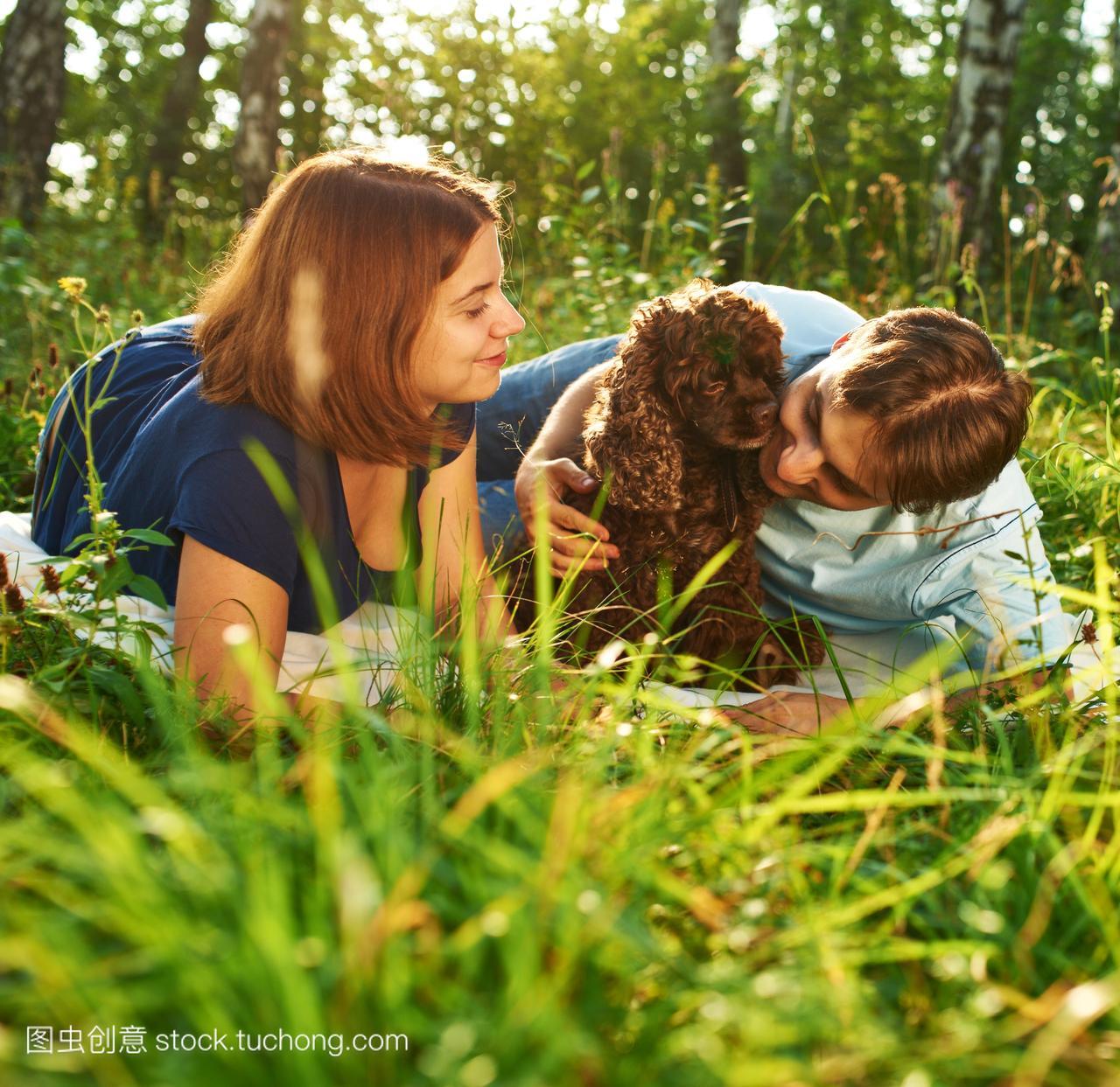伴侣,夫妻,图片,人,夏天,拍马屁,狗,发根,发型,快宠物男人垫的短发褐色女生图片