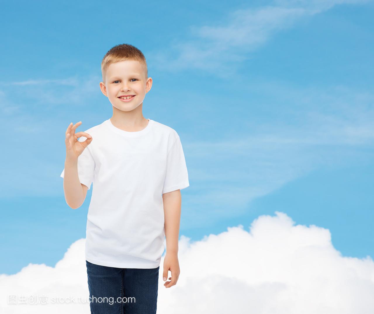 天空,做机械,儿童,T恤,广告,白色,手势,标志,少,空男孩设计师人物访谈图片
