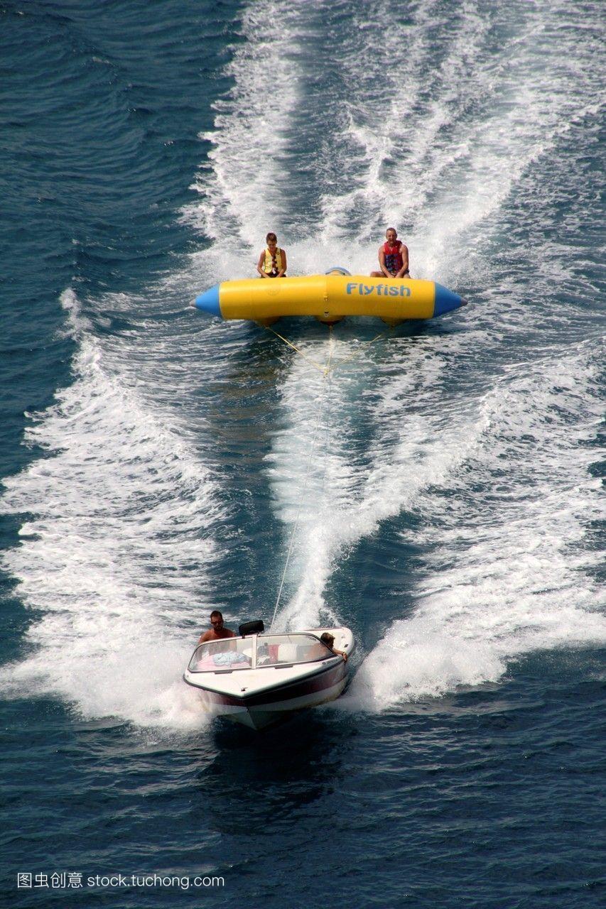 在希腊帕尔加的海上中药v中药游客上的飞鱼金线连别名平台图片