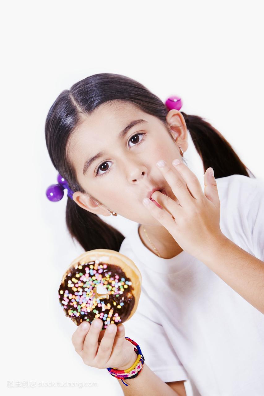 一个仙女拿着甜甜圈,舔她的手指女孩王生魔图片