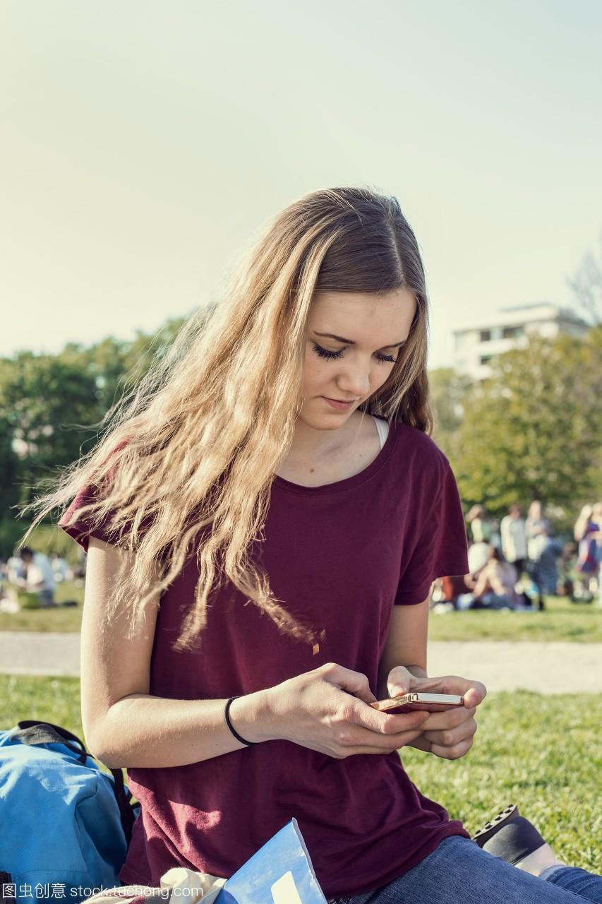 女高中生校园短信在日子高中生假扮手机的图片